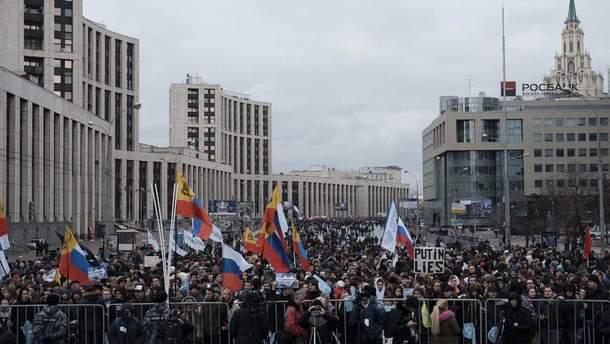 В России митингуют за свободу интернета: полиция изымает плакаты и воздушные шарики