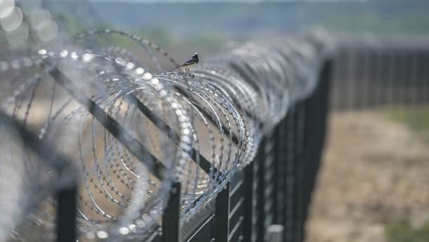 Латвия возвела на границе с Россией забор с колючей проволокой
