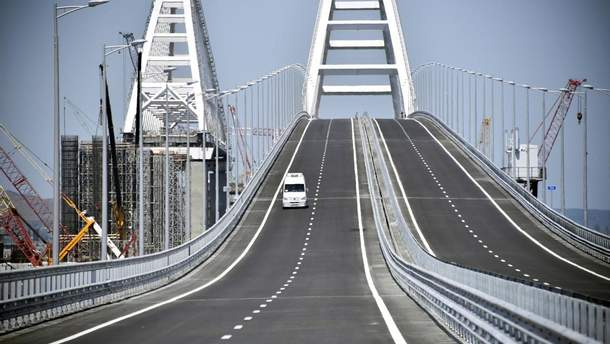 Строители уложили половину железнодорожных путей наКрымском мосту