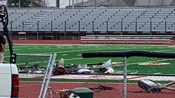 Столб упал на футбольное поле в США