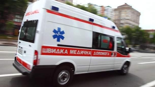 Врача облили неизвестным веществом в Киеве: полиция разыскивает злоумышленника