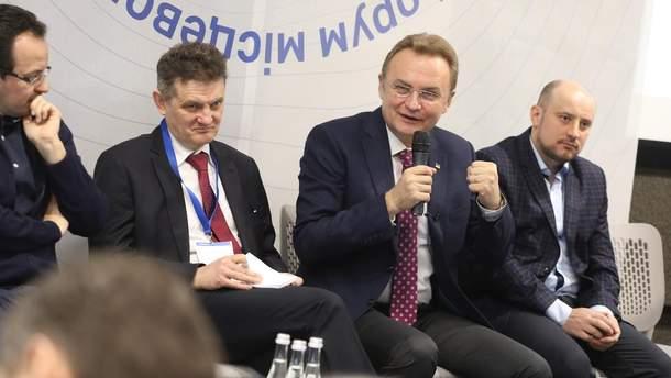 Андрей Садовый во время открытия Всеукраинского форума местного самоуправления