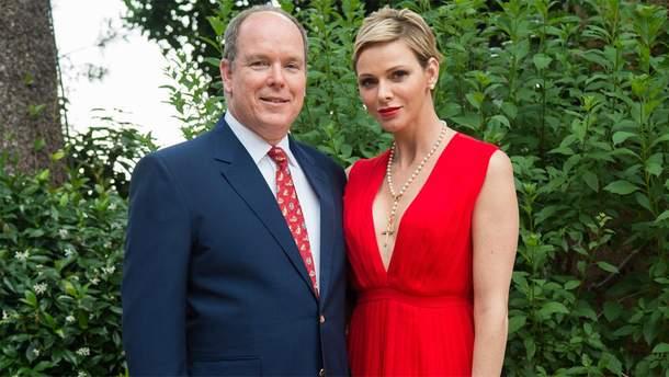 Князь Монако Альбер II и его жена Шарлин