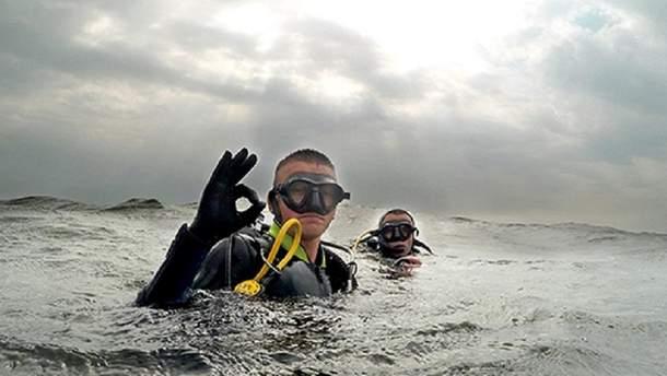 Допомагаємо морським парашутистам-рятувальникам