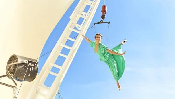 Голливудская актриса Алисия Викандер стала звездой Harper's Bazaar: захватывающие фото