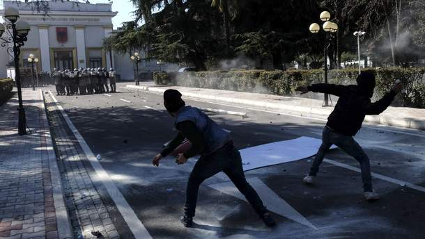 Нападение на здание парламента в Албании