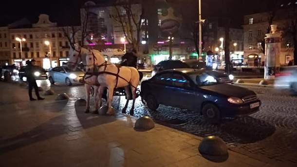 Извозчик конной кареты пытался скрыться с места аварии