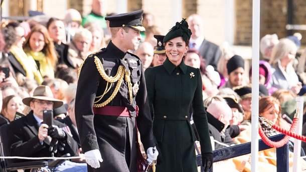 Кейт Миддлтон пришла на парад гвардейцев в роскошном пальто и шляпке: фото