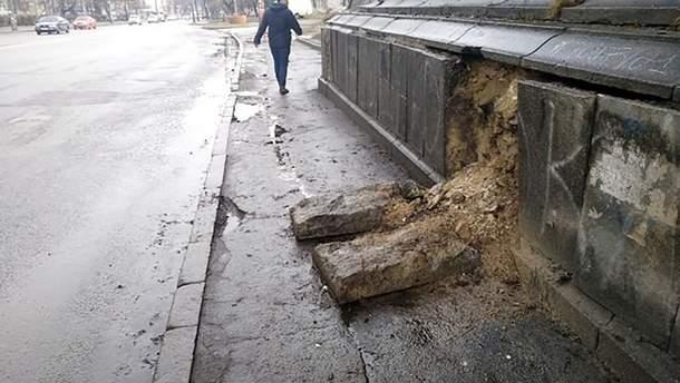В Киеве разваливается еще один мост