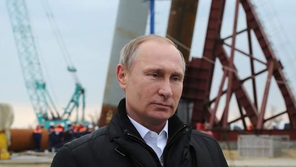 Путін прилетів в окупований Крим