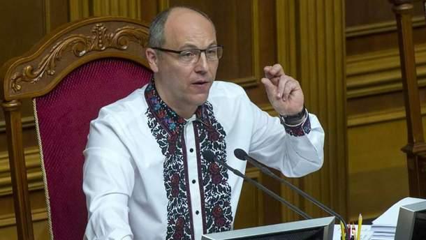 Суперечка у Раді: Вілкул виступав російською, Парубій вимкнув йому мікрофон
