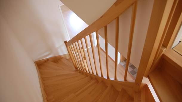 Новий вигляд для дерев'яних сходів та підлоги у домі