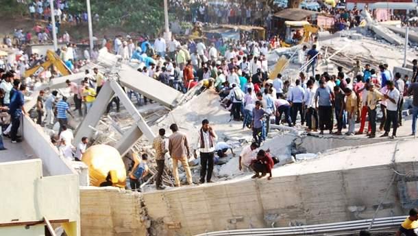В Индии обвалилась торговая галерея
