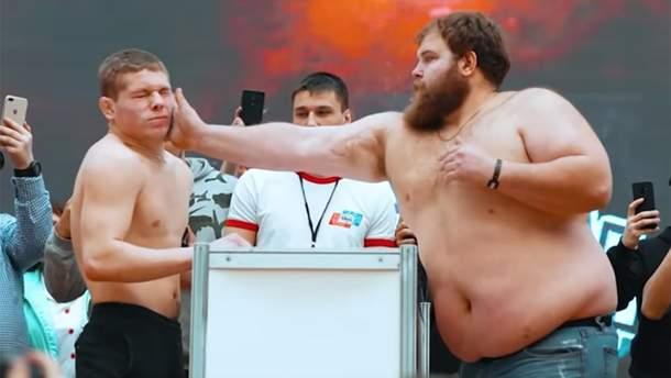 В России устроили чемпионат по мужским пощечинам