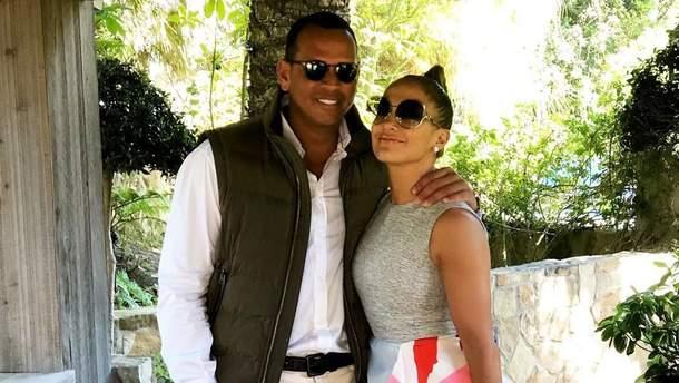 Дела семейные: Дженнифер Лопес со своим женихом создадут коллекцию солнцезащитных очков
