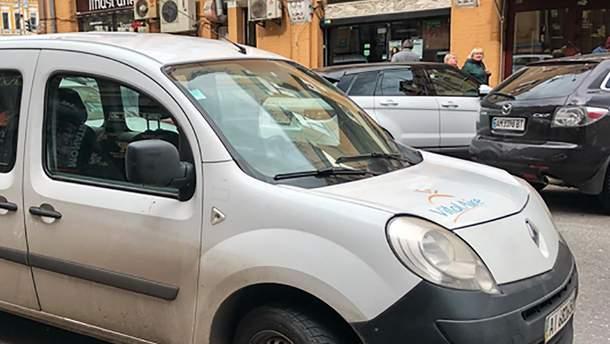 Взбесившийся водитель такси: в центре Киева произошла драка между таксистом и пассажиром