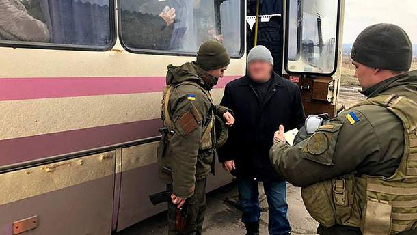 """На Луганщині затримали бойовика, який воював за """"ЛНР"""": про що злочинець розповів СБУ"""
