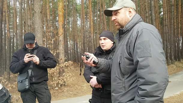 """Охоронці Медведчука тримали журналістів Bihus.Info в лісі перед телекамерами """"112"""" і NewsOne (фото)"""