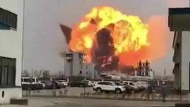 Вибух на хімзаводі у Китаї 21 березня 2019 - є загиблі - відео вибуху