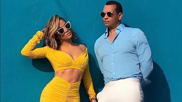 Помолвленные Дженнифер Лопес и Алекс Родригес снялись в рекламе очков: яркие фото