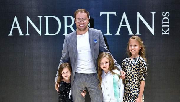 От Гайтаны до Артема Гагарина: звезды с детьми приняли участие в показе коллекции Андре Тана