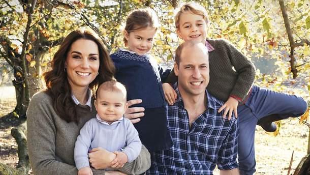 Кейт Миддлтон отправилась сдетьми напрогулку парком— Как обычная мать