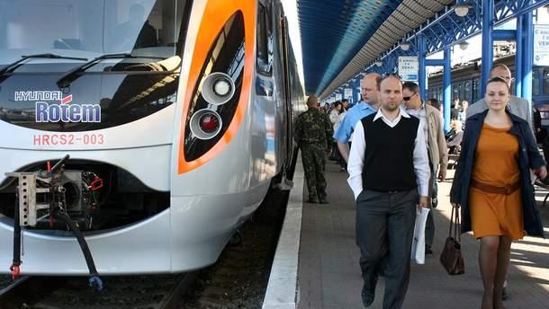 """На Великдень і травневі свята """"Укрзалізниця"""" призначила додаткові поїзди"""