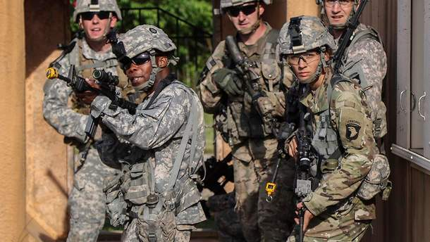 """Військові зі 101-ї повітряно-десантної дивізії Армії США """"Клекотливі орли"""""""