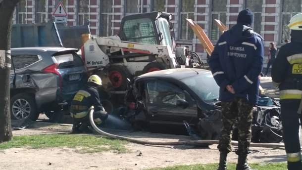 В Днепре грузовик протаранил сразу 8 автомобилей