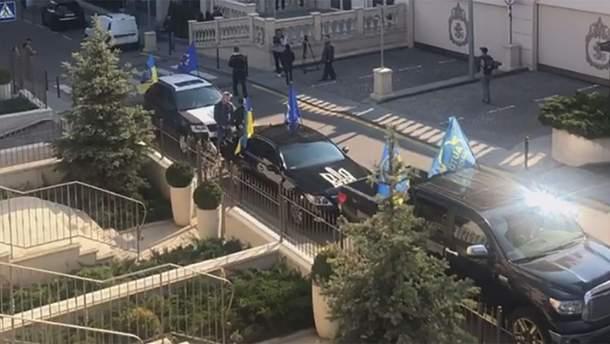Під офіс Зеленського приїхав Автомайдан: вимагають аналізів