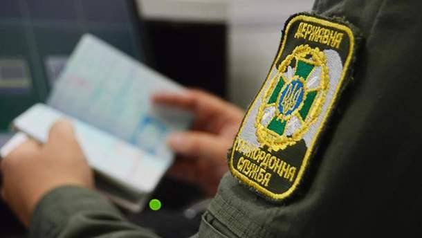 Двое российских полицейских попросили политического убежища в Украине, потому что их преследуют