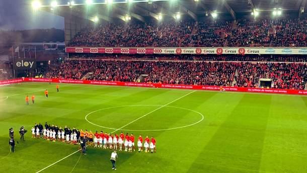 Матч за участі команди українця перервали через масові заворушення фанатів на стадіоні: відео