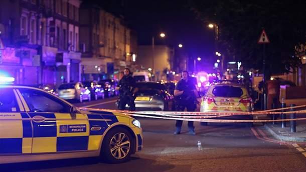 Поліція арештувала нападника, який таранив автомобіль українського посла