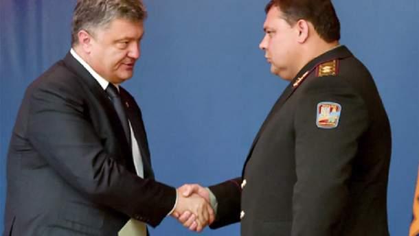 Президент Петро Порошенко та генерал Валерій Кондратюк