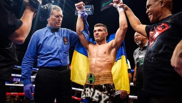 Украинский боксер Деревянченко победил немца Кулкая