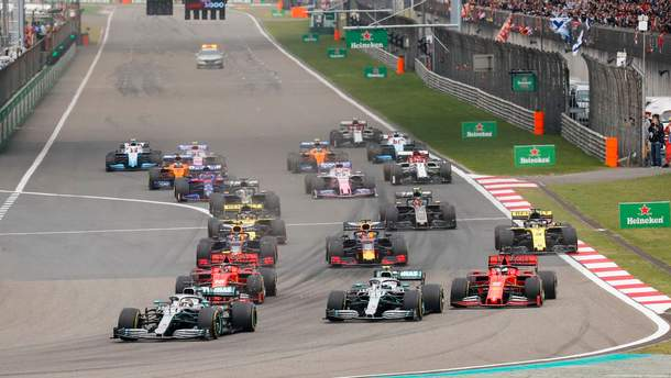 Пілоти Mercedes виграли гран-прі Китаю, Феттель лише третій