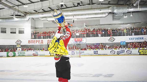 """Как """"Донбасс"""" награждали за победу в чемпионате Украины по хоккею: фото и видео"""