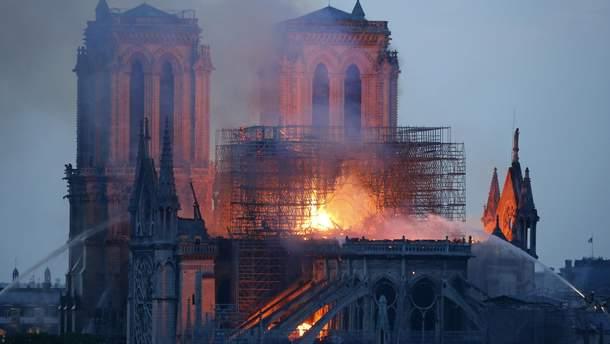 Пожежа у Соборі Паризької Богоматері