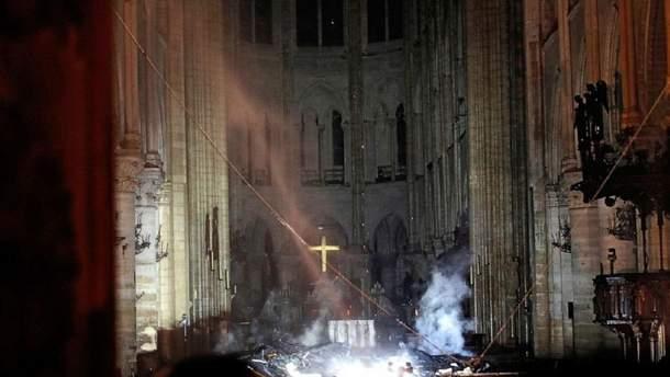 Наслідки пожежі всередині собору