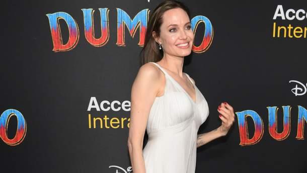 Анджелина Джоли больше не Питт – актриса сменила фамилию в паспорте