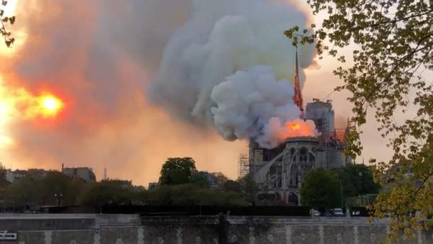 Пожежа у Нотр-Дам де Парі