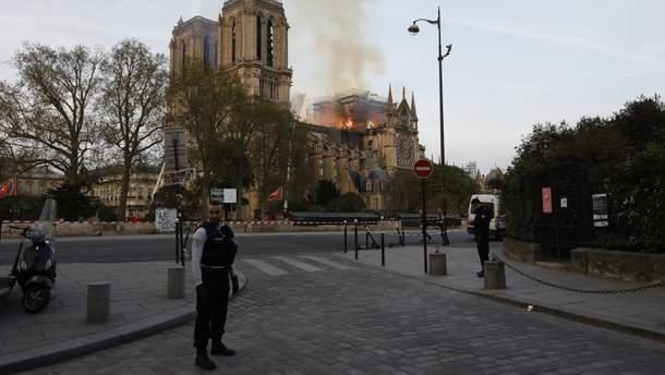 Оприлюднено ймовірну причину пожежі в Нотр-Дам де Парі