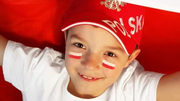 В Польше с июля всем детям до 18 лет начнут платить по 500 злотых в месяц