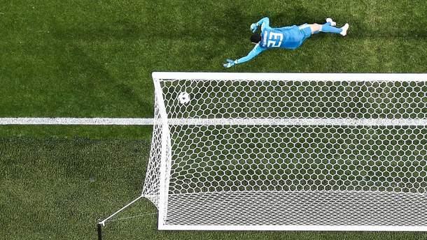 Воротар шаленим голом врятував свою команду від поразки наприкінці матчу: відео
