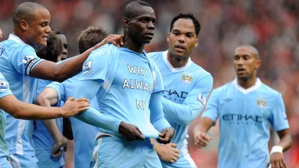 """Маріо Балотеллі святкує гол у ворота """"Манчестер Юнайтед"""""""