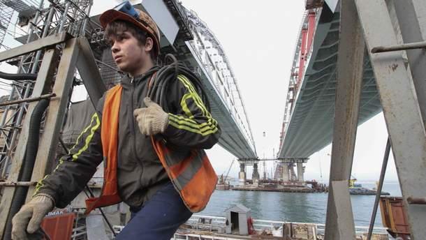 Скільки заробляють будівельники Кримського мосту