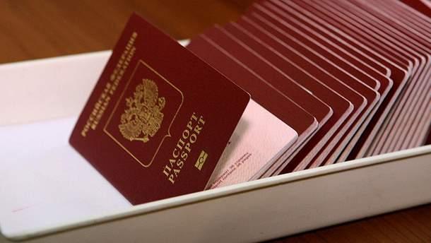 """Российские паспорта для жителей """"ЛДНР"""": эйфории там не наблюдается"""