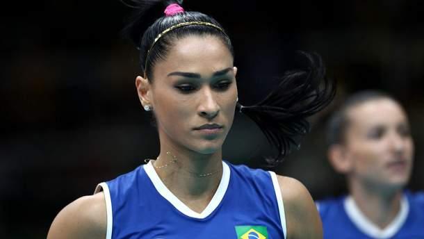 Олімпійська чемпіонка моторошно втратила свідомість під час інтерв'ю: відео