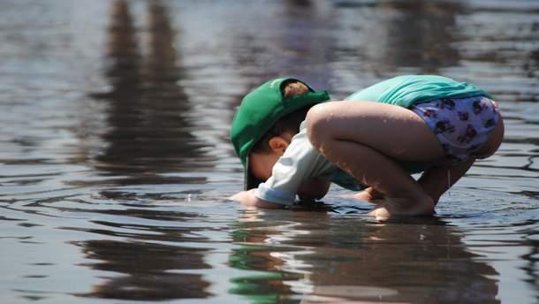 Як дитину навчити пити воду