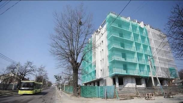 Во Львове впервые в Украине снесли незаконную многоэтажку